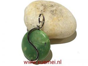 witgouden-hanger-Chrysopraas-groen-steen-edelsmid-Xue-Mei-Delft.j