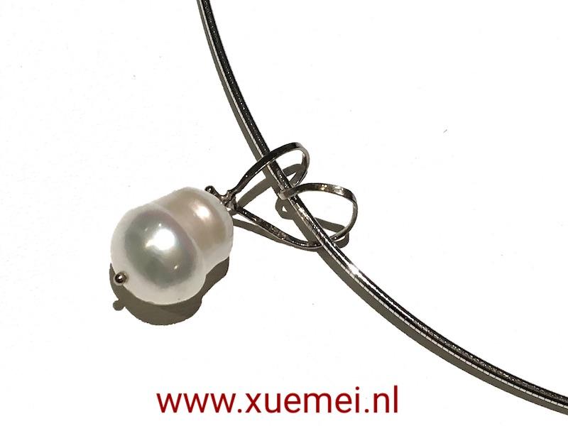 witgouden-ketting-parel-edelsmid-Xue-Mei-Delft