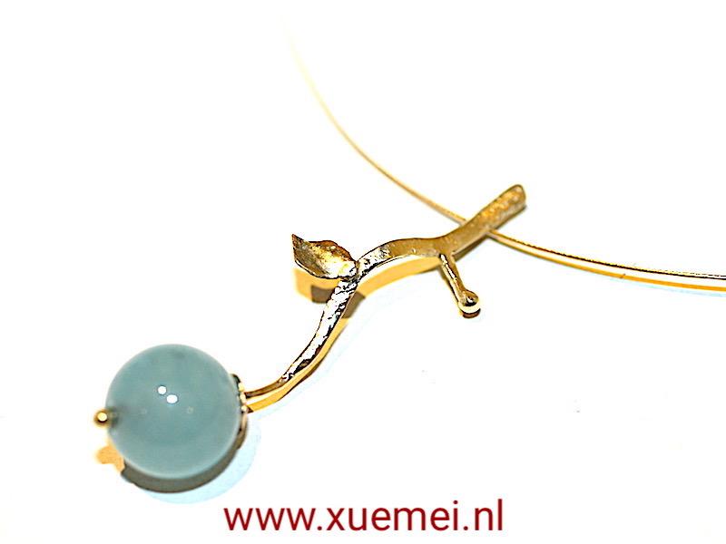 """Gouden hanger met blauw agaat """"Love grows"""""""