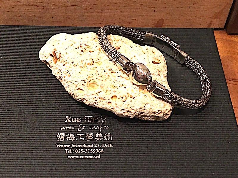 zilveren ring met as en edelsteen labradoriet