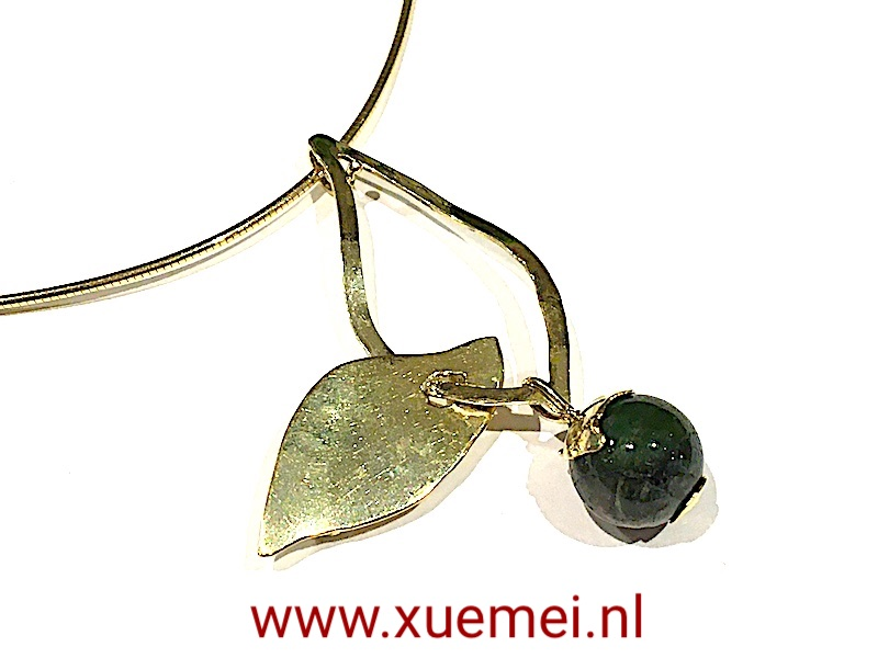 gouden hanger en ketting groen toermalijn - juwelier en edelsmid Delft - Xuemei Dijkstal