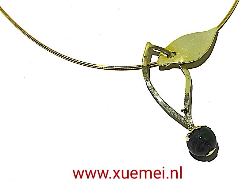 gouden hanger : ketting groen toermalijn - edelsmid Delft - Xuemei Dijkstal