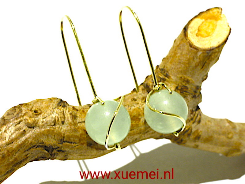 "Gouden oorbellen met jade ""Be with you"""