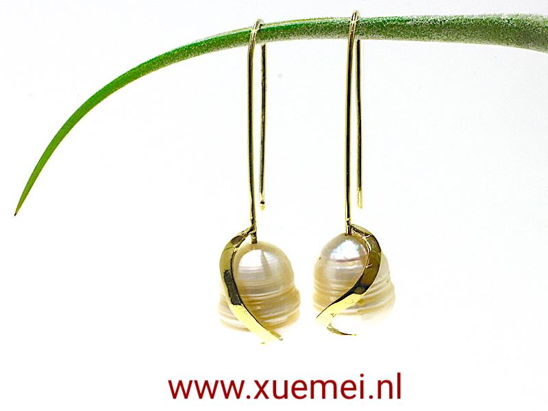 gouden oorbellen grote parel - goudsmid Xuemei Dijkstal