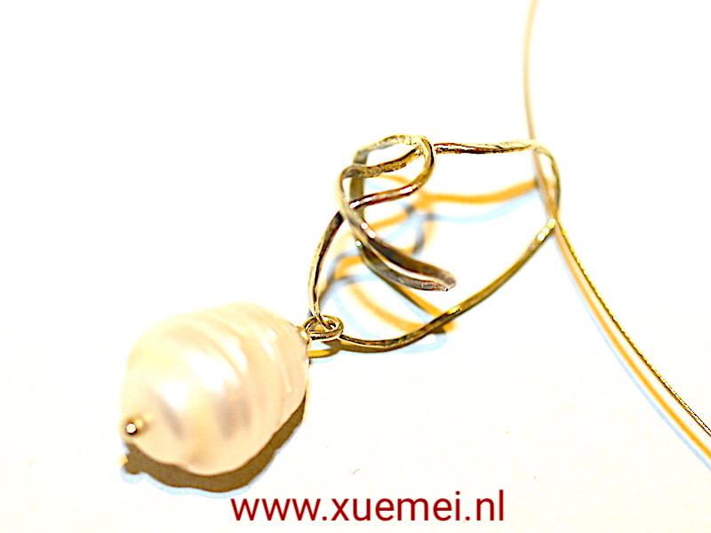"""Gouden hanger met parel """"Beauty"""""""