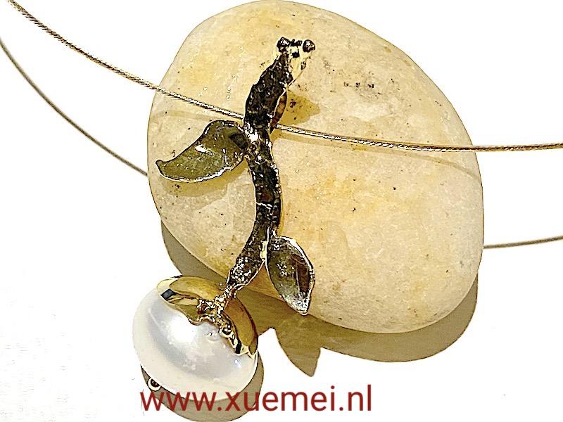 gouden hanger parel - edelsmid Xuemei Dijkstal - Delft