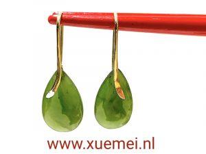 gouden oorbellen met nefriet jade - groene edelsteen - uniek - edelsmid Xuemei Dijkstal