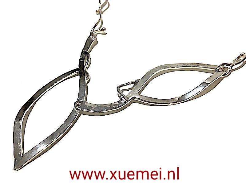 bijzondere zilveren ketting - zilversmid Xuemei Dijkstal