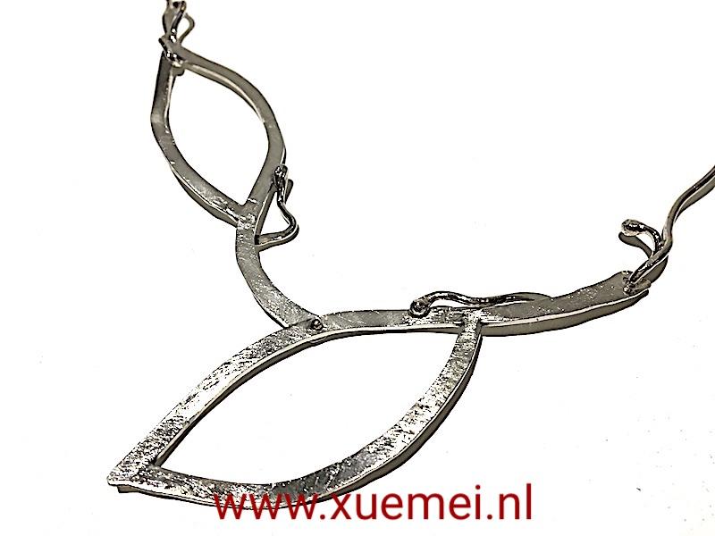 handgemaakte zilveren collier - edelsmid Xuemei Dijkstal