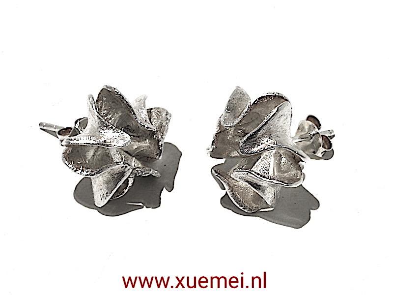 Zilveren oorbellen bloem