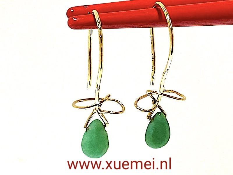 gouden oorbellen met Chrysopraas - groen steen - uniek - edelsmid Xuemei Dijkstal