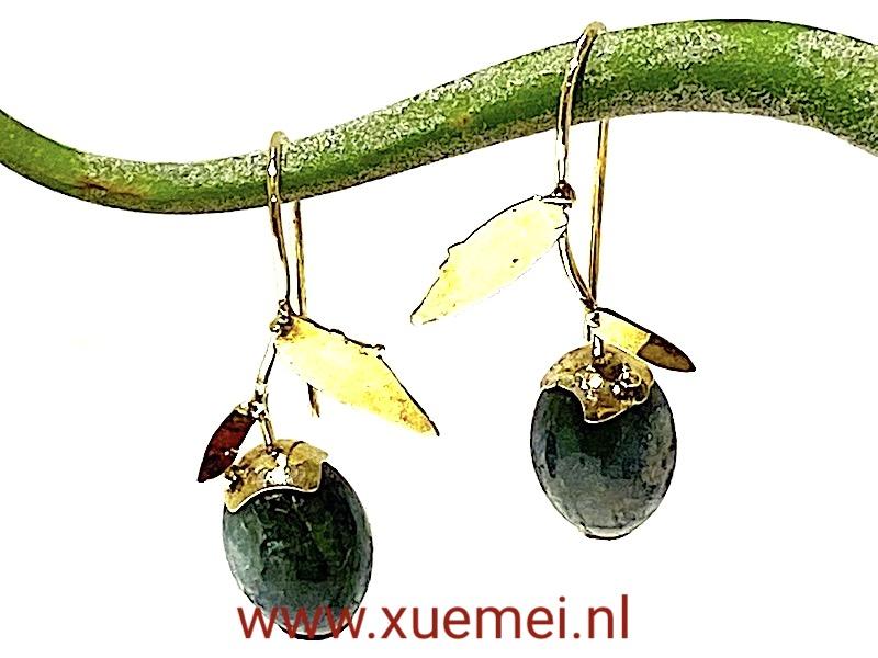 gouden oorbellen groen toermalijn - uniek - edelsmid Xuemei Dijkstal