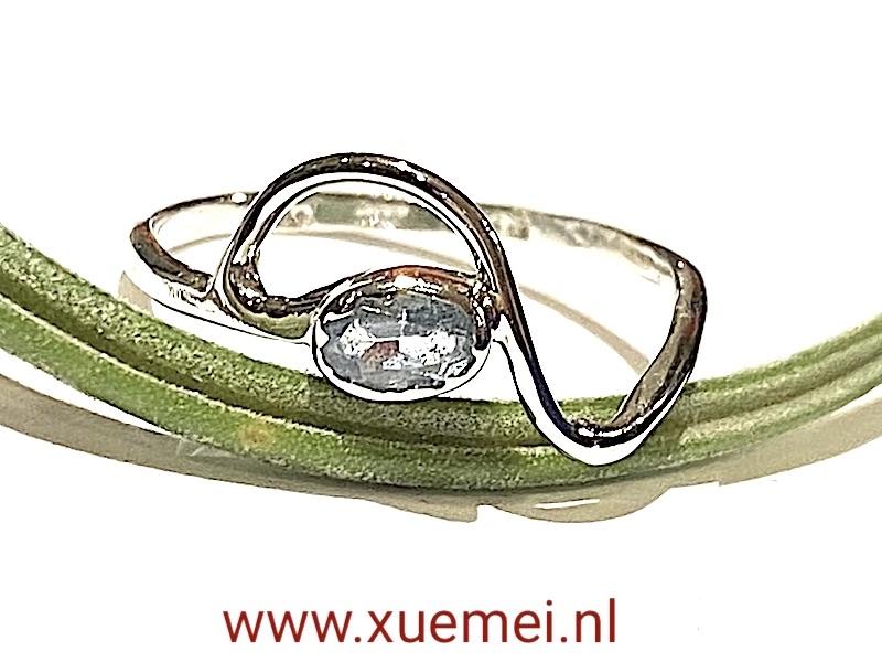 witgouden ring met aquamarijn - edelsmid Xue Mei - juwelier Delft