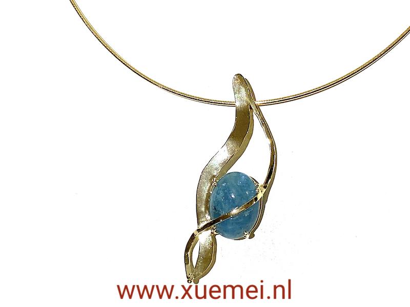 Gouden hanger met aquamarijn - uniek - edelsmid Xuemei Dijkstal - handgemaakt - one of a kind jewelry