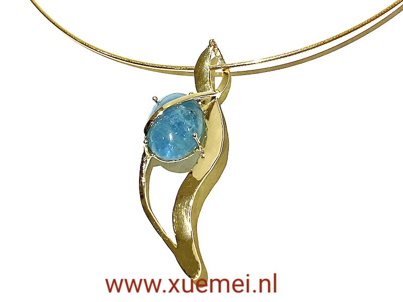 Gouden hanger met aquamarijn - uniek - handgemaakt - edelsmid Xuemei Dijkstal - handgemaak - one of a kind jewelry