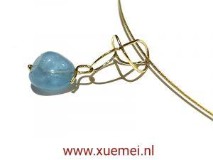 Gouden hanger met aquamarijn - uniek - speciaal - goudsmid Xuemei Dijkstal