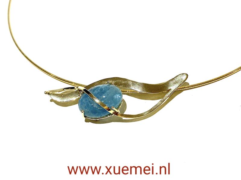gouden collier met aquamarijn - handgemaakt - goudsmid Xuemei Dijkstal - uniek