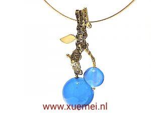 gouden hanger blauw agaat - uniek - goudsmid Xuemei Dijkstal