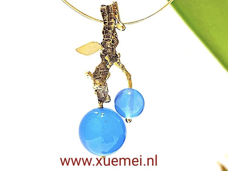 gouden hanger blauwe agaat - goudsmid Xuemei Dijkstal