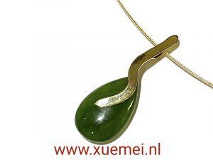 gouden hanger met jade - nefriet jade - groene edelsteen - goudsmid Xuemei Dijkstal