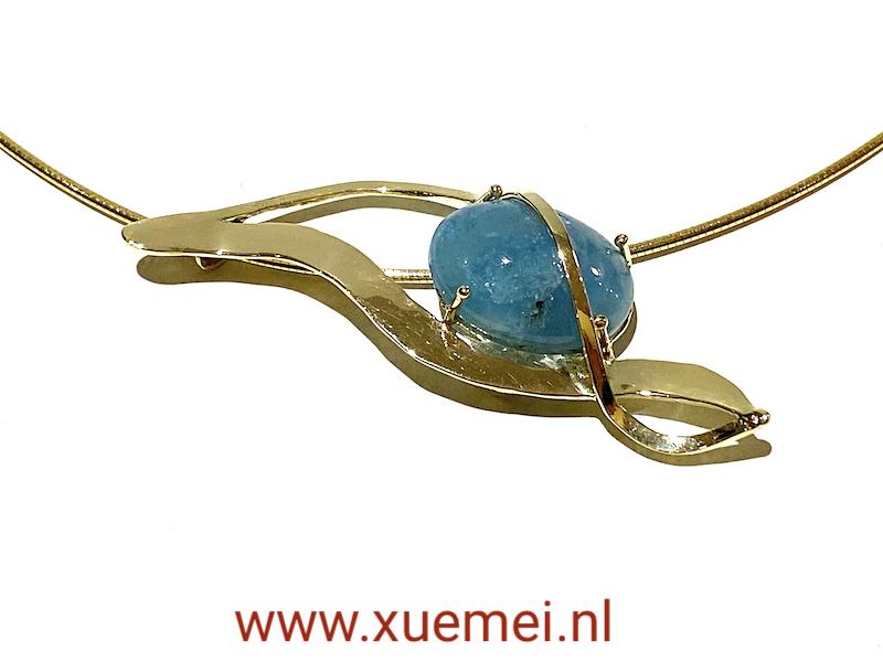 gouden ketting met aquamarijn - uniek - handgemaakt - goudsmid Xuemei Dijkstal - one of a kind