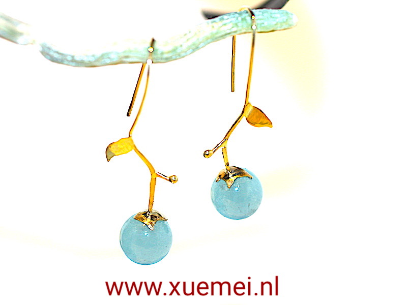 gouden oorbellen blauw agaat - goudsmid Xuemei Dijkstal - uniek