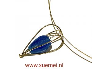 gouden hanger lampion - blauw kwasiet - edelsmid Xuemei Dijkstal - handgemaakt