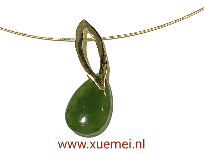 gouden hanger met jade - nefriet jade - groen steen - uniek - edelsmid Xuemei Dijkstal - juwelier enedelsmid Delft