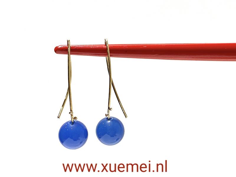 gouden oorbellen blauw agaat - uniek - edelsmid Xuemei Dijkstal