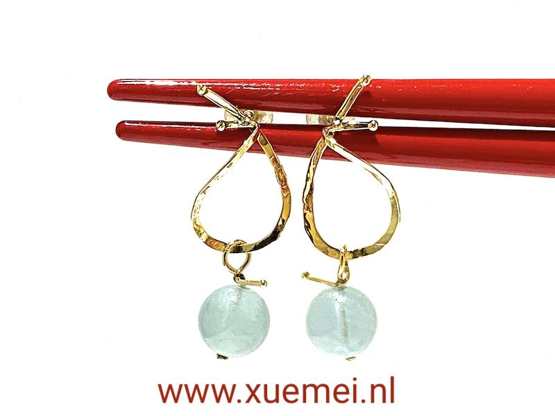gouden oorbellen met aquamarijn - uniek - edelsmid Xuemei Dijkstal