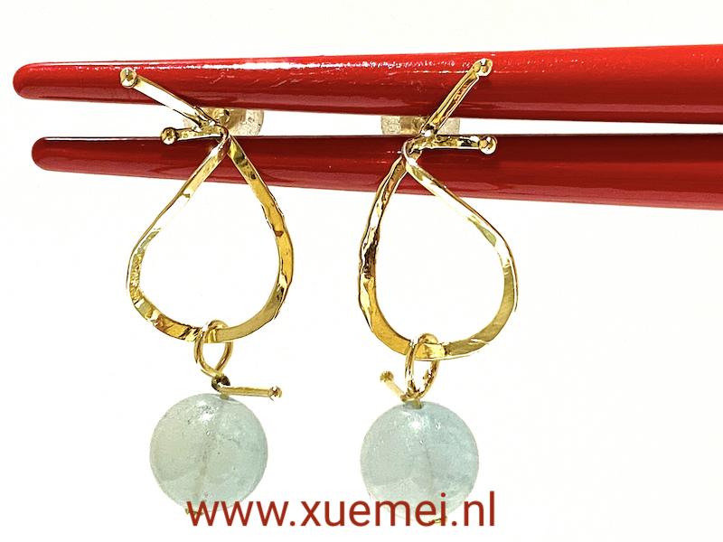 gouden oorbellen met aquamarijn - uniek - goudsmid Xuemei Dijkstal - handgemaakt
