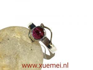 zilveren : gouden ring met granaat - uniek - edelsmid Xuemei Dijkstal - juwelier en edelsmid Delft
