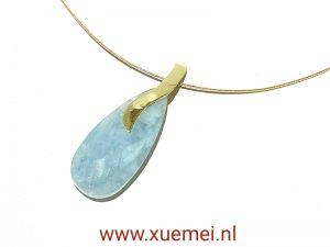 Gouden hanger aquamarijn - uniek - edelsmid Xuemei Dijkstal