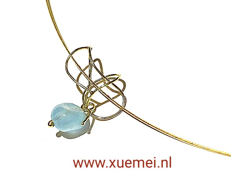 gouden hanger met aquamarijn - uniek - handgemaakt - edelsmid Xuemei Dijkstal - one of a kind jewelry