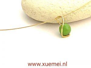 gouden hanger met chrysopraas - uniek - goudsmid Xuemei Dijkstal