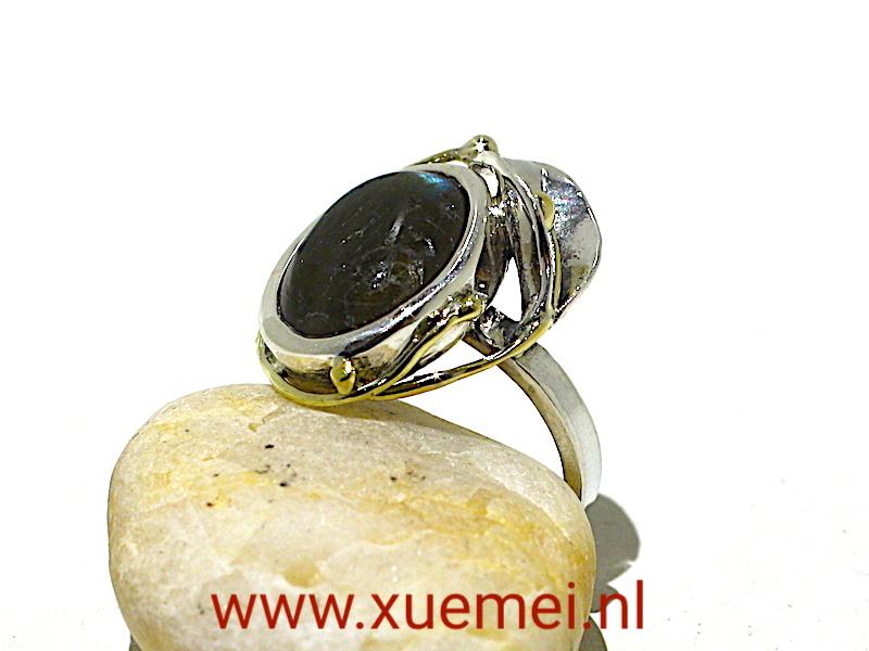 zilveren gouden ring met labradoriet - lelie - uniek - edelsmid Xuemei Dijkstal