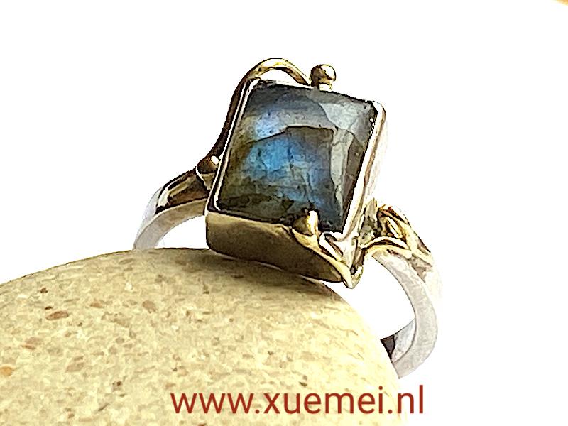 zilveren gouden ring met labradoriet - uniek - edelsmid Xuemei Dijkstal - handgemaakt