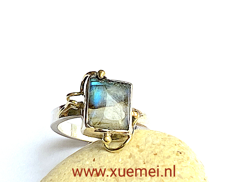 zilveren gouden ring met labradoriet - uniek - edelsmid Xuemei Dijkstal