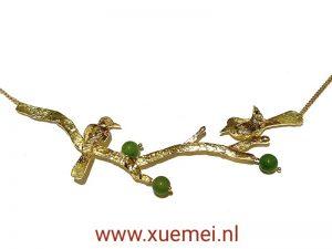 gouden ketting met vogels en takken -nefriet jade - groene steen - goudsmid Xuemei Dijkstal