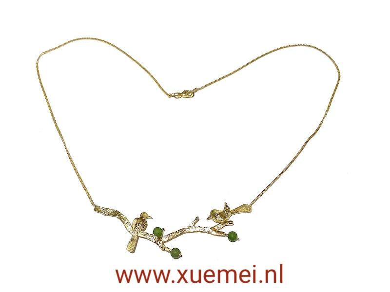 gouden ketting met vogels taken en groene steen - nefriet jade - uniek - edelsmid Xuemei Dijkstal