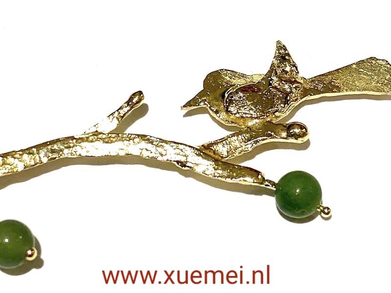 vogel op boom takje ketting goud - nefriet jade - edelsmid Xuemei Dijkstal - uniek