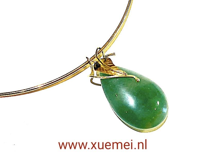 Gouden ketting met aventurijn hanger en blad - edelsmid Xuemei Dijkstal