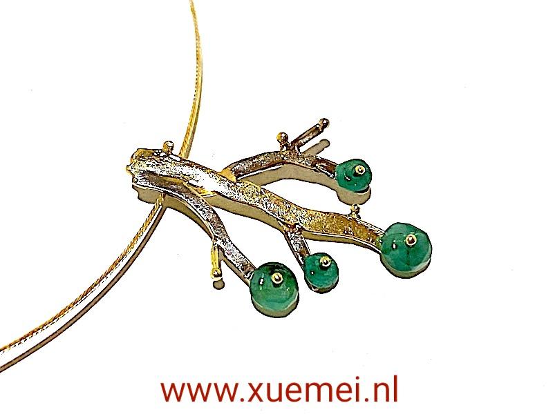 gouden hanger tree of life - levensboom - taken - smaragden - groene stenen - goudsmid Xuemei Dijkstal