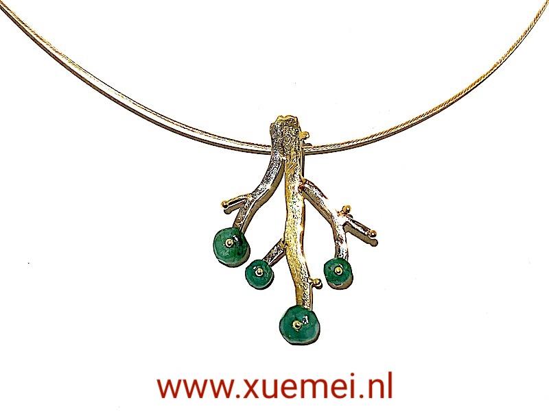 gouden hanger levensboom - tree of life - smaragden - boom - taken - edelsmid Xuemei Dijkstal