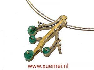 gouden hanger levensboom - tree of life - smaragden - edelsmid Xuemei Dijkstal