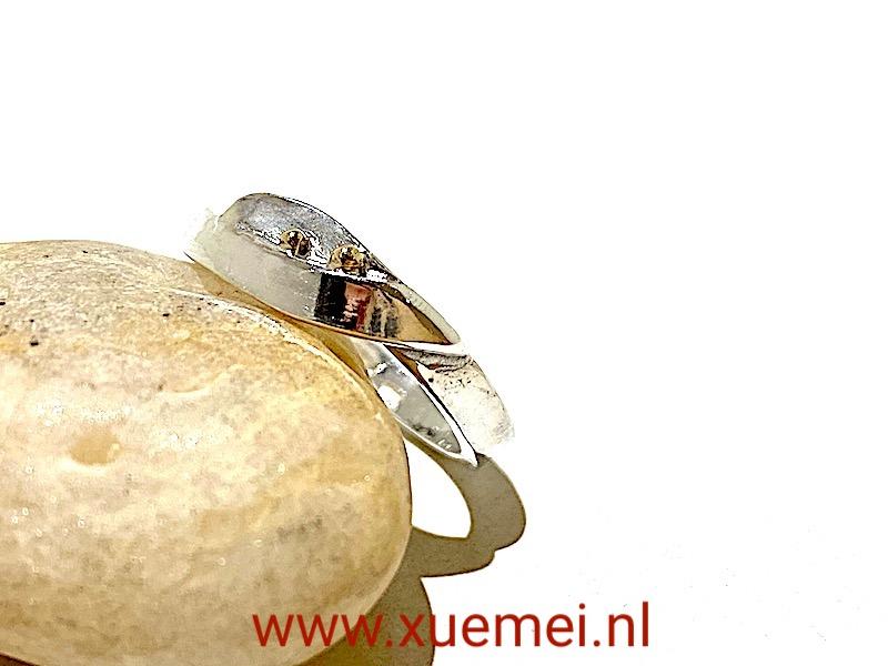 zilveren ring met goud - edelsmid Xuemei Dijkstal - uniek