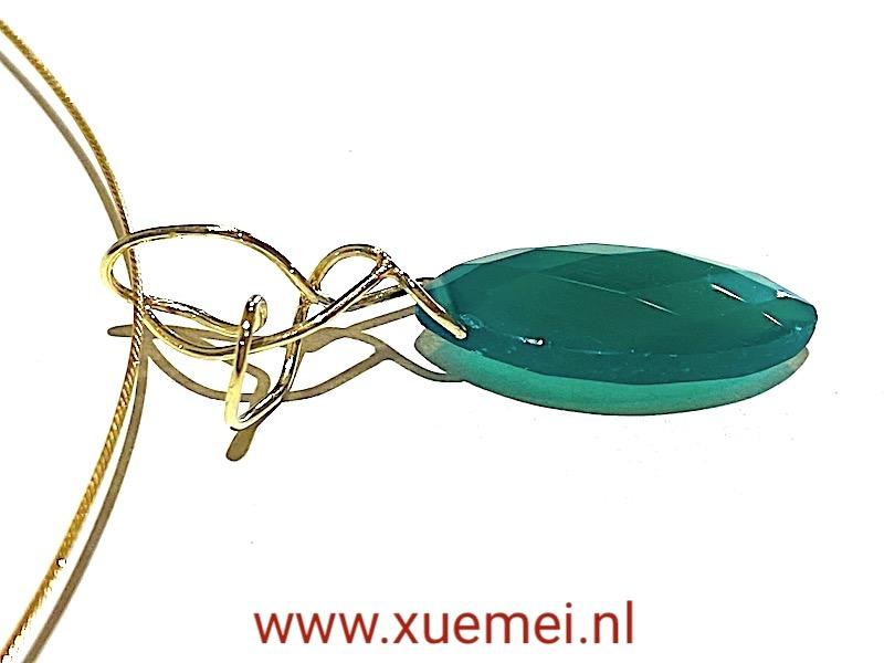 gouden hanger met edelsteen - groene onyx - uniek - handgemaakt - edelsmid Xuemei Dijkstal