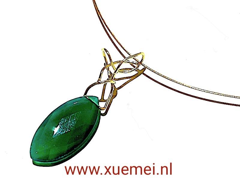 gouden hanger met groene onyx - edelsteen - handgemaakt - edelsmid Xuemei Dijkstal