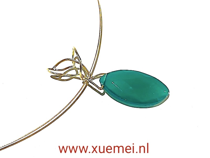 gouden hanger met groene onyx - edeslsteen - edelsmid Xuemei Dijkstal