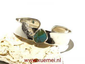 zilveren armband met turkoois - blauwe steen - handgemaakt - edelsmid Xuemei Dijkstal